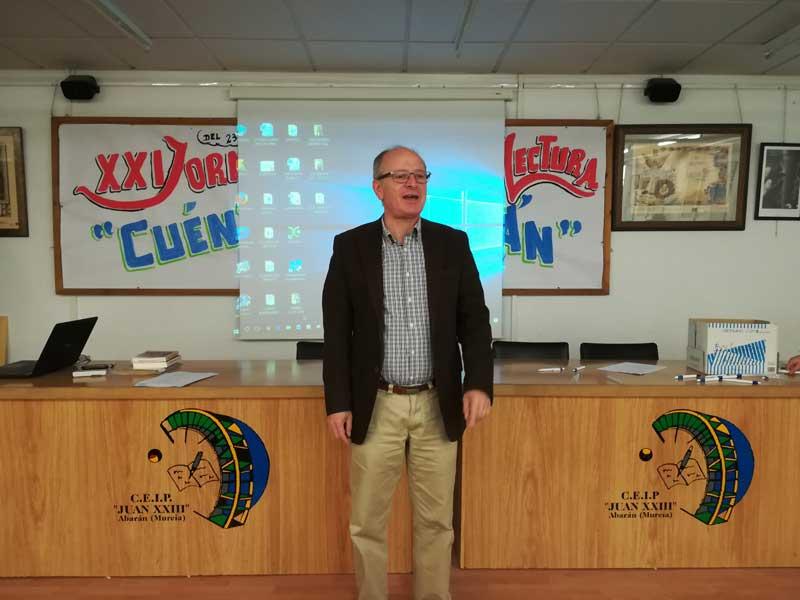 José S. Carrasco, Cronista Oficial de la Villa ilustró a los pequeños sobre preguntas y dichos abaraneros.