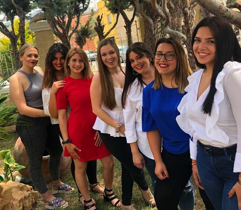 De izquierda a derecha: Aurora Bernal, Laura Mármol, Susana Cano, Amelia García (Reina 2018), Ana Fernández, Alba Mondejar y Zaida Sánchez