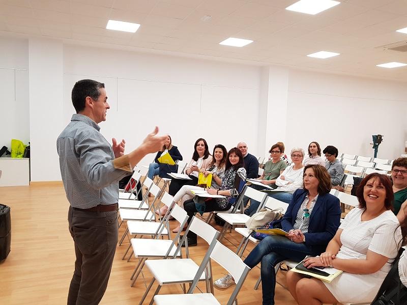 El director del IES Villa de Abarán se dirige a los docentes que han acudido a estas primeras jornadas