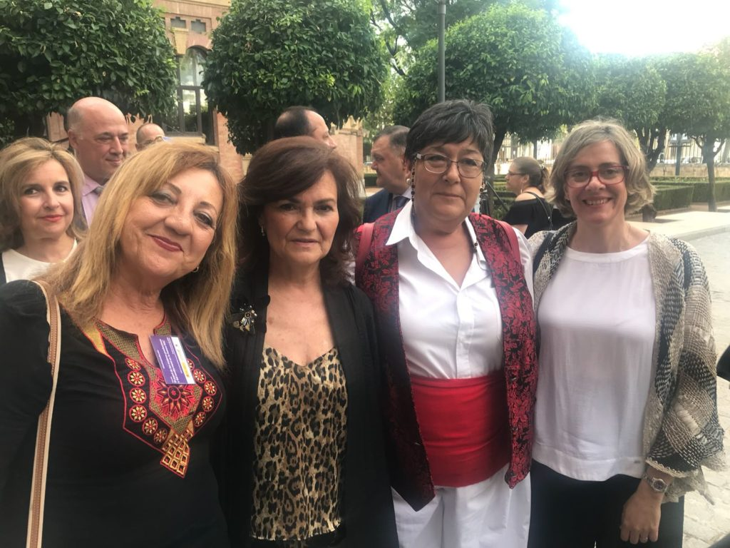 María Victoria Molina junto a la Vicepresidenta del Gobierno y Ministra de Presidencia, Carmen Calvo