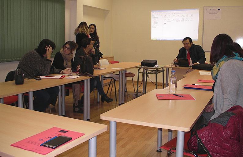 La Directora General de la Mujer, Alicia Barquero, clausura el curso de conciliación en Abarán
