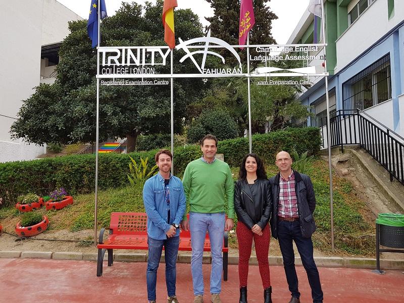 De izquierda a derecha: Fran Sánchez, Director General de Junventud; José Miguel Manzanares, alcalde de Abarán; Alba Gómez, concejala de Juventud y Andrés Cebrián, director del colegio Fahuarán.