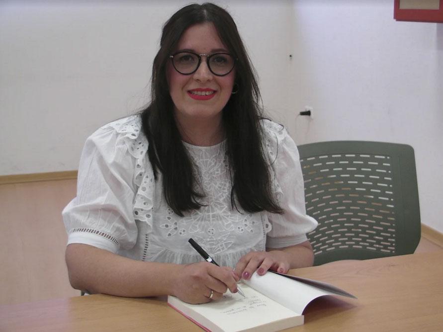 Noemí-Quesada-firma-su-libro-'Mon-petite-mon'-en-Abarán-2