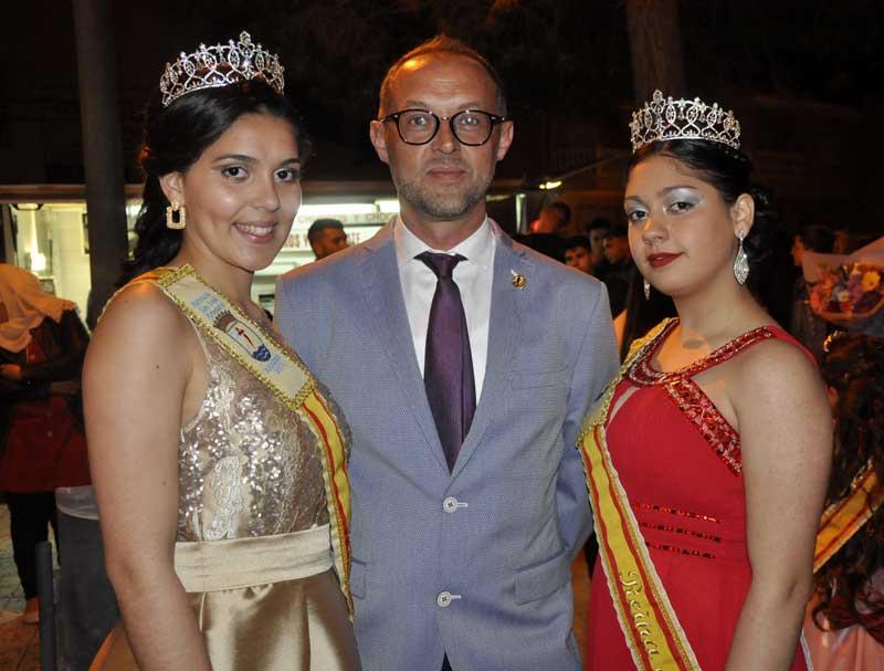 Daniel Palazón Marín, junto a las reinas juveniles de este año.