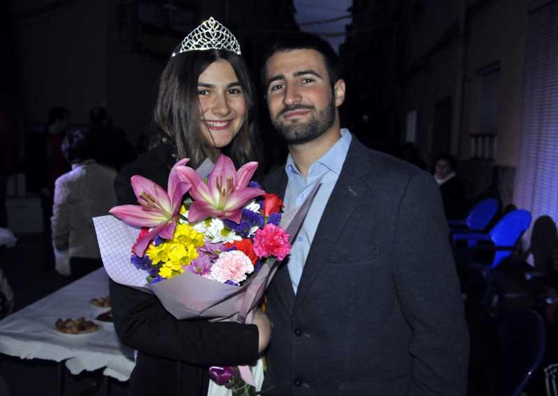 Sheila Fernández, reina de las fiestas del Cabezo 2019, junto a su hermano.